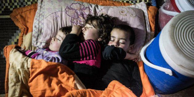 Nemmeno la festa cancella la fame e il freddo dei rifugiati di