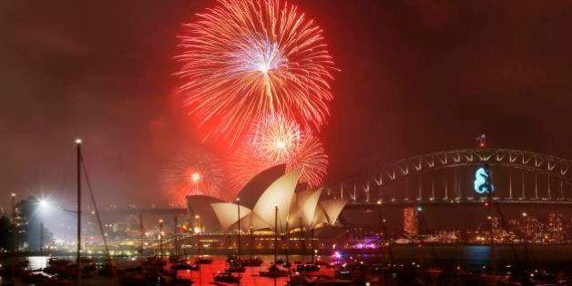 Capodanno 2014: a Sydney è già 2015. Esplosione di fuochi d'artificio all'Opera House