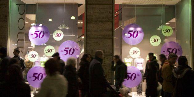 Per i saldi negozi aperti da mezzanotte alle due, l'idea anticrisi del sindaco di