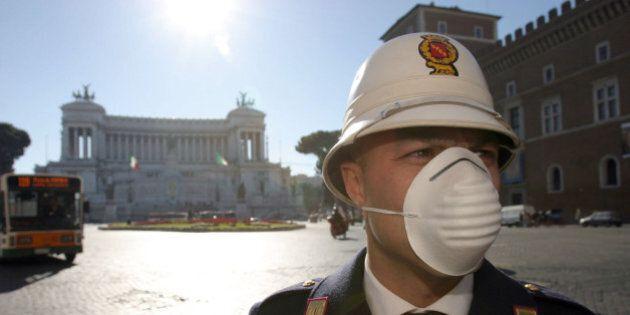 Roma, vigili e macchinisti assenti nella notte di Capodanno. Matteo Renzi twitta:
