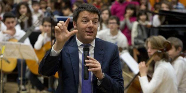 Matteo Renzi tweet all'alba da Palazzo Chigi: