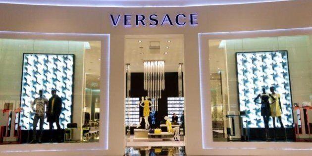 Blackstone investe 210 milioni di euro su Versace e diventa socio della famiglia con il