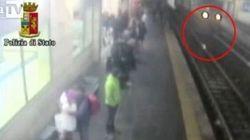 Tenta il suicidio lanciandosi sotto il treno in corsa: il poliziotto la salva