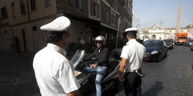 Vigili assenteisti Roma, agente chiede il permesso retrodatato ma viene incastrata dal