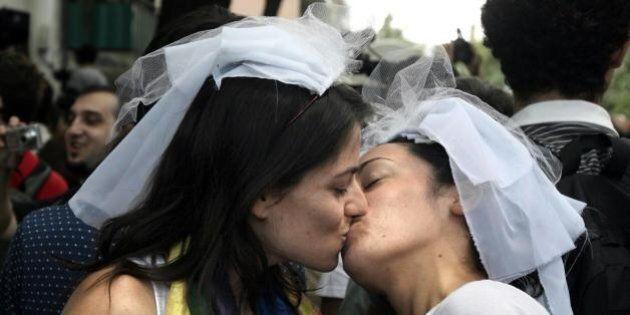Nozze gay, l'Anci scrive ad Angelino Alfano. Piero Fassino: