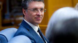 Renzi temporeggia sui poteri a Cantone: problema di equilibri nella macchina