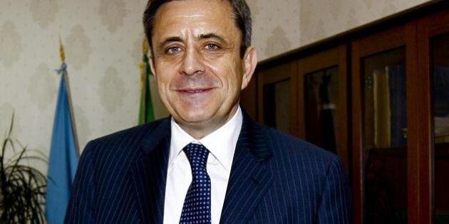 Arrestato ex direttore dell'Agenzia delle Entrate della Campania. Le accuse di corruzione e