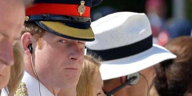 Prince Harry, c'è un principe in divisa a spasso per Montecassino. Le foto della visita