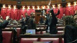 M5S occupa i banchi del Governo, alla Camera scoppia la