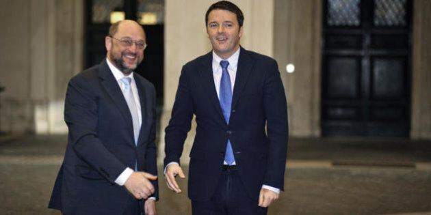 Matteo Renzi porta il Pd nel Pse. E riesce a ridere anche sulle battute di D'Alema. Prossimo Mr