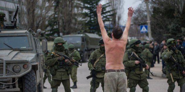 Vladimir Putin chiede al Senato di inviare truppe in Crimea ma attende sviluppi. L'Ucraina chiede