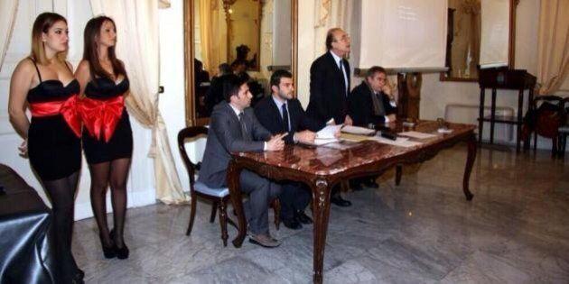 Taranto, ragazze in abiti sexy alla conferenza del sindaco di Sel Ippazio