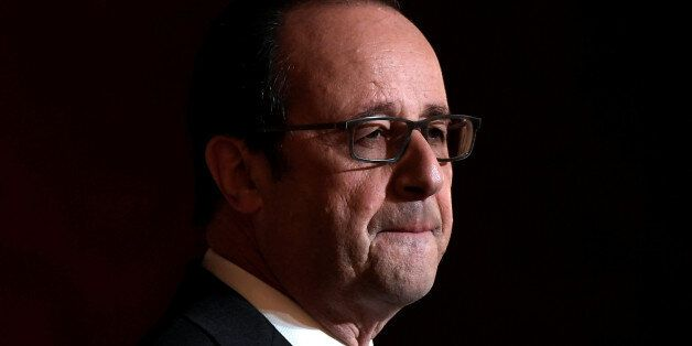 French President Francois Hollande delivers a speech after awarding Olympic and Paralympic athletes  the Legion of Honour (Le