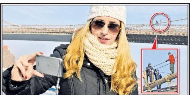 Selfie, l'autoscatto con il suicida sulla copertina del New York Post. La mania che fa discutere l'America