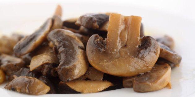 Funghi, 5 motivi per cui fanno bene alla nostra salute. Ci mantengono in forma e contengono vitamina...