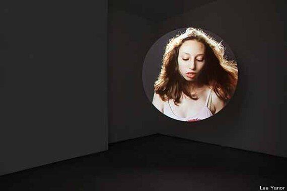 Il femminile secondo la videoartista e fotografa Lee Yanor tra miti greci e pittura