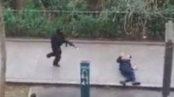 Charlie Hebdo, assalto alla redazione. Killer freddano per strada un agente di polizia