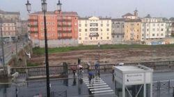 Maltempo, Parma allagata. Un ragazzo