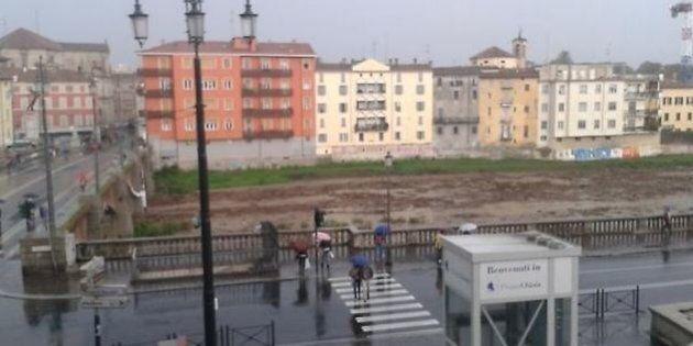 Maltempo, Parma allagata: si cerca giovane disperso, esonda Baganza. Pizzarotti: