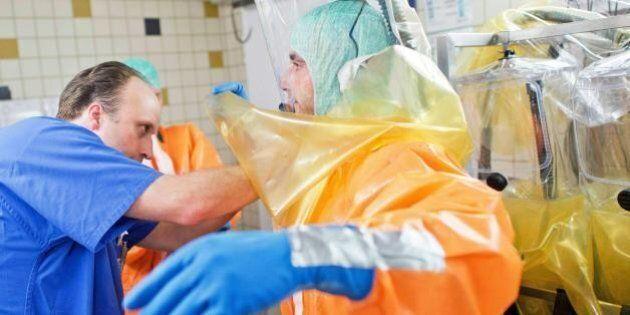 Ebola, sesso: rischio contagio fino a 2 mesi dalla guarigione