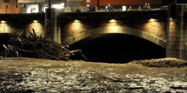 Maltempo, Parma si risveglia nel fango, chiesto lo stato di catastrofe naturale. A Genova cessa