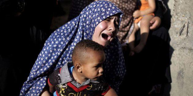 Gaza, tregua umanitaria di 5 ore. Israele annuncia accordo su cessate il fuoco, ma Hamas frena