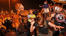 Ancora scontri tra polizia e manifestanti (FOTO,