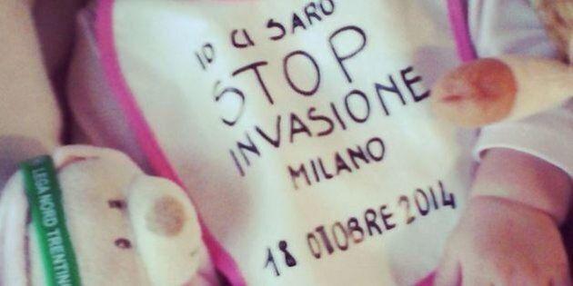 Matteo Salvini, foto di bimba con bavaglino anti-immigrati. Su twitter è bufera: