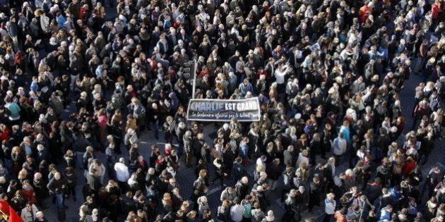 Marcia Parigi: decine di leader attesi, città blindata. Al vertice la proposta di tracciare i viaggiatori...