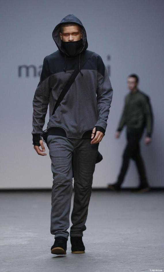 La moda si ispira alla jihad: sfila la collezione di Maharishi con volti coperti e abiti mimetici