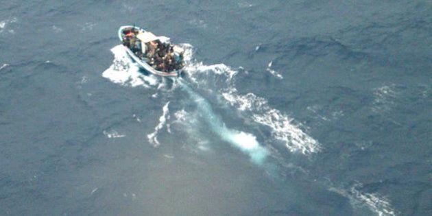 Lampedusa, 20 migranti morti nella stiva di un