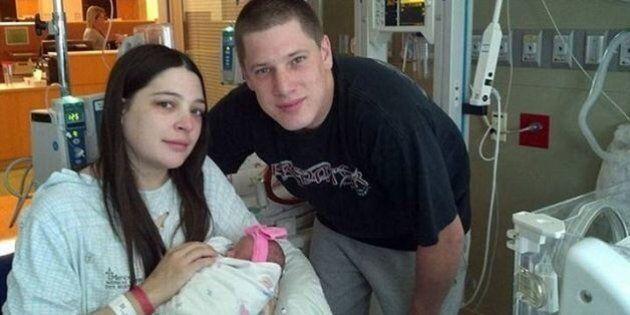 Shelby Magnani non sa di essere incinta e dà alla luce due gemelle mentre va dal medico per curare un...