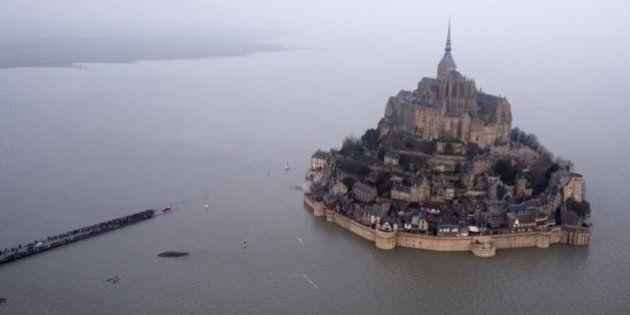Mont Saint Michel sarà di nuovo un'isola: in arrivo la marea del secolo con onde alte più di 14 metri
