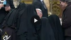 Napoli, Papa Francesco incontra le suore di clausura in delirio