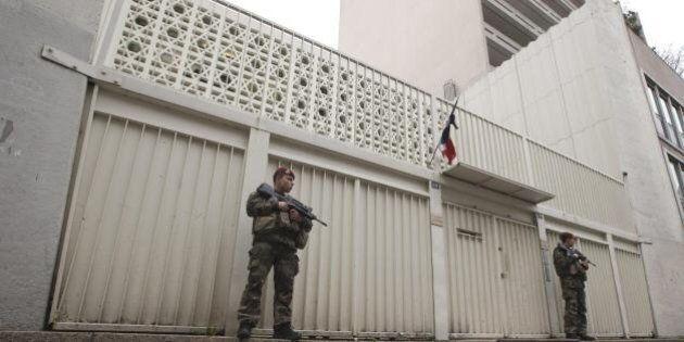 Terrorismo a Parigi, il Governo schiera 5mila agenti per proteggere le scuole ebraiche. Anche a Roma...