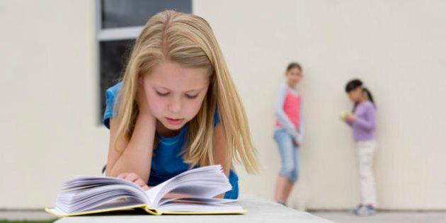 Leggere libri di letteratura rende più intelligenti e empatici: la carta stampata ci fa entrare in sintonia...
