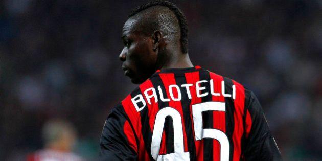 Mario Balotelli vicino all'Arsenal, l'indiscrezione è del sito inglese CaughtOffside: avrebbe scelto...