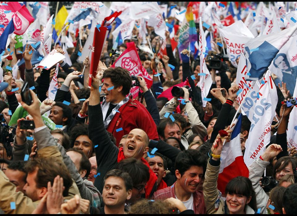 Supporters of Socialist Party candidate for the presidential election Francois Hollande react after the first results of the