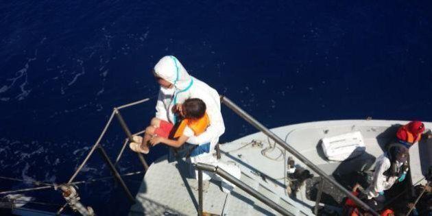 Profughi, Triton parte il 1 novembre ma non salverà i migranti in acque libiche. Alfano: