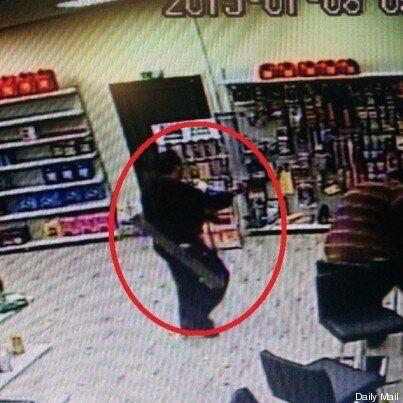 Strage Charlie Hebdo, il giorno dopo Said e Cherif Kouachi hanno rapinato un benzinaio con un lanciarazzi