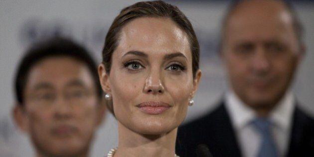 Angelina Jolie, ovaie asportate per evitare un tumore: