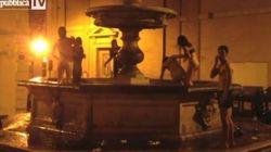 Nudi nella fontana del '500 a pochi passi dal Colosseo
