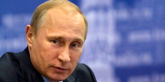 Sanzioni Russia, Ue colpisce vertici dell'intelligence di Mosca. La furia del Cremlino: