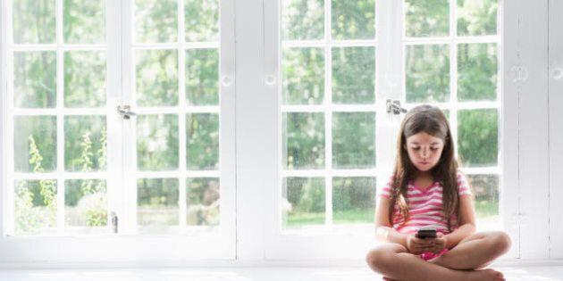 Liberate i bambini dagli smartphone: restare chiusi in casa fa calare la fantasia e la creatività dei...