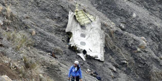 Incidente aereo Germanwings: scatola nera danneggiata, ma utilizzabile. Trovato un file