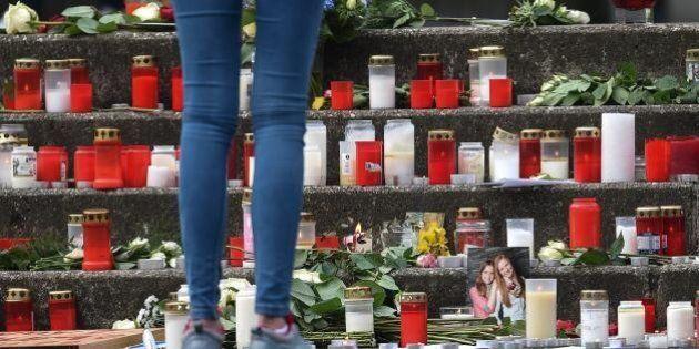 Aereo Germanwings caduto, le storie delle vittime: i due tenori con il bimbo, la scolaresca, la squadra...