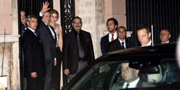 A notte fonda Berlusconi e Putin cenano a quattr'occhi. Poi Silvio si offre come