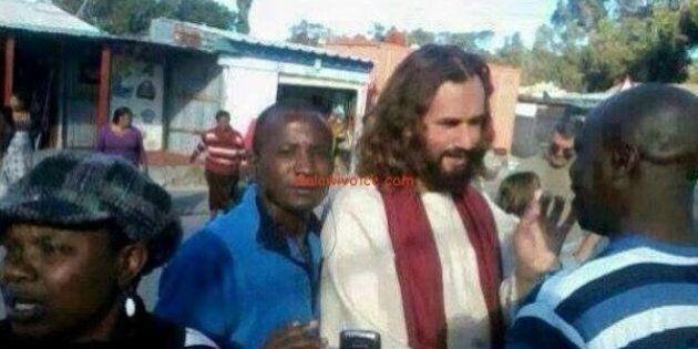 Zambia, turista italiano scambiato per Gesù e venerato dai passanti. I media africani: