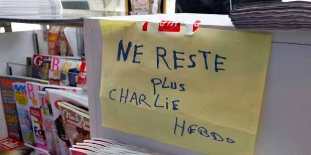 Charlie Hebdo già esaurito in molte edicole, tiratura sarà aumentata a 5 milioni di copie. Code in Francia
