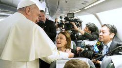 Il pugno di Bergoglio, la frusta di Gesù, lo schiaffo di